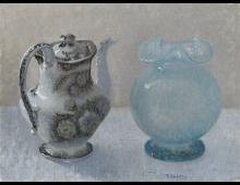 Natura Morta con vaso blu e teiera